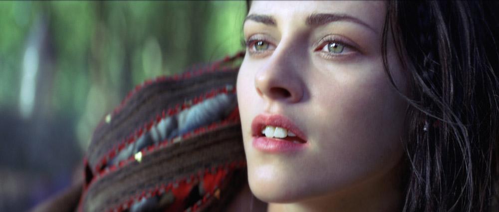 In foto Kristen Stewart (29 anni) Dall'articolo: Biancaneve e il cacciatore, addestrata per uccidere.