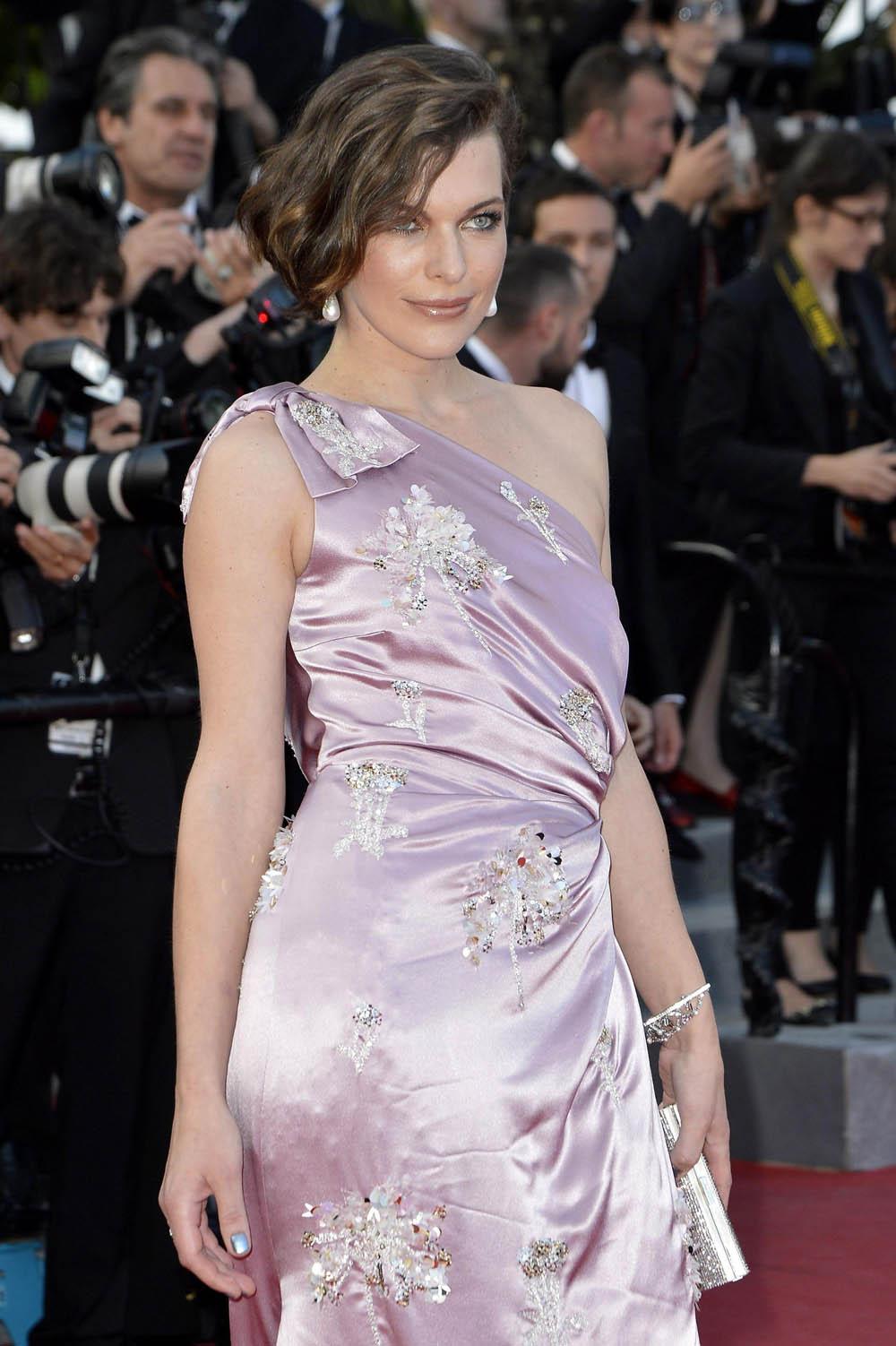 In foto Milla Jovovich (44 anni) Dall'articolo: Cannes 65, Bertolucci on the road.