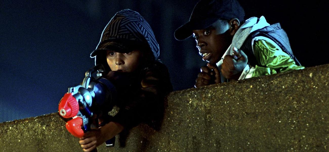 In foto una scena del film Attack the Block - Invasione Aliena di Joe Cornish. -  Dall'articolo: Aliens versus Hooligans.