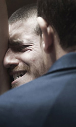 Paura 3D, le foto del film - Peppe Servillo e un sofferente Lorenzo Pedrotti in una scena del film Paura 3D dei Manetti Bros.