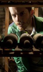 Paura 3D, le foto del film - Lorenzo Pedrotti in cantina in una scena del film Paura 3D dei Manetti Bros.