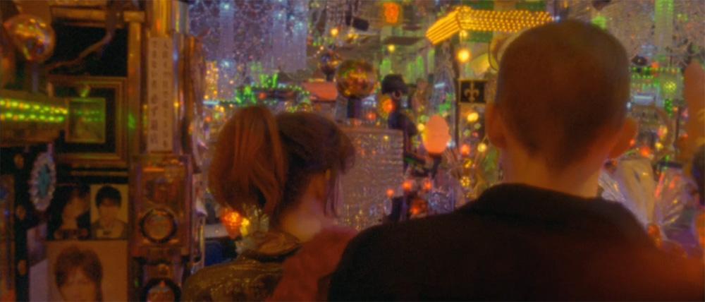 In foto una scena del film Enter the Void di Gaspar Noé. -  Dall'articolo: Enter the Void, droga, morte e allucinazioni.
