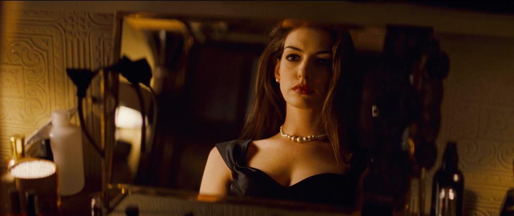 In foto Anne Hathaway (38 anni) Dall'articolo: Il cavaliere oscuro – Il ritorno, otto nuove foto.