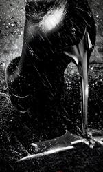 Il cavaliere oscuro – Il ritorno, il tacco a spillo di Catwoman - In foto la locandina italiana esclusiva dedicata a Catwoman.