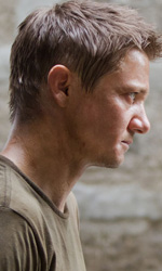 Box Office: posizioni immutate con Biancaneve e il Cacciatore sempre in vetta - In foto Jeremy Renner e Edward Norton in una scena del film The Bourne Legacy .