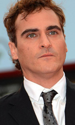 In foto Joaquin Phoenix (45 anni) Dall'articolo: Venezia 69, applausi per The Master ed È stato il figlio.