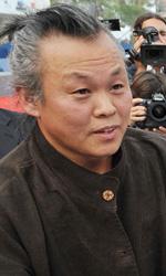Venezia 69, il film shock di Kim Ki-Duk conquista tutti - Kim Ki-duk firma autografi.