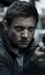 Film nelle sale: Italia - USA 2 a 1 - In foto Jeremy Renner in una scena del film The Bourne Legacy di Tony Gilroy.