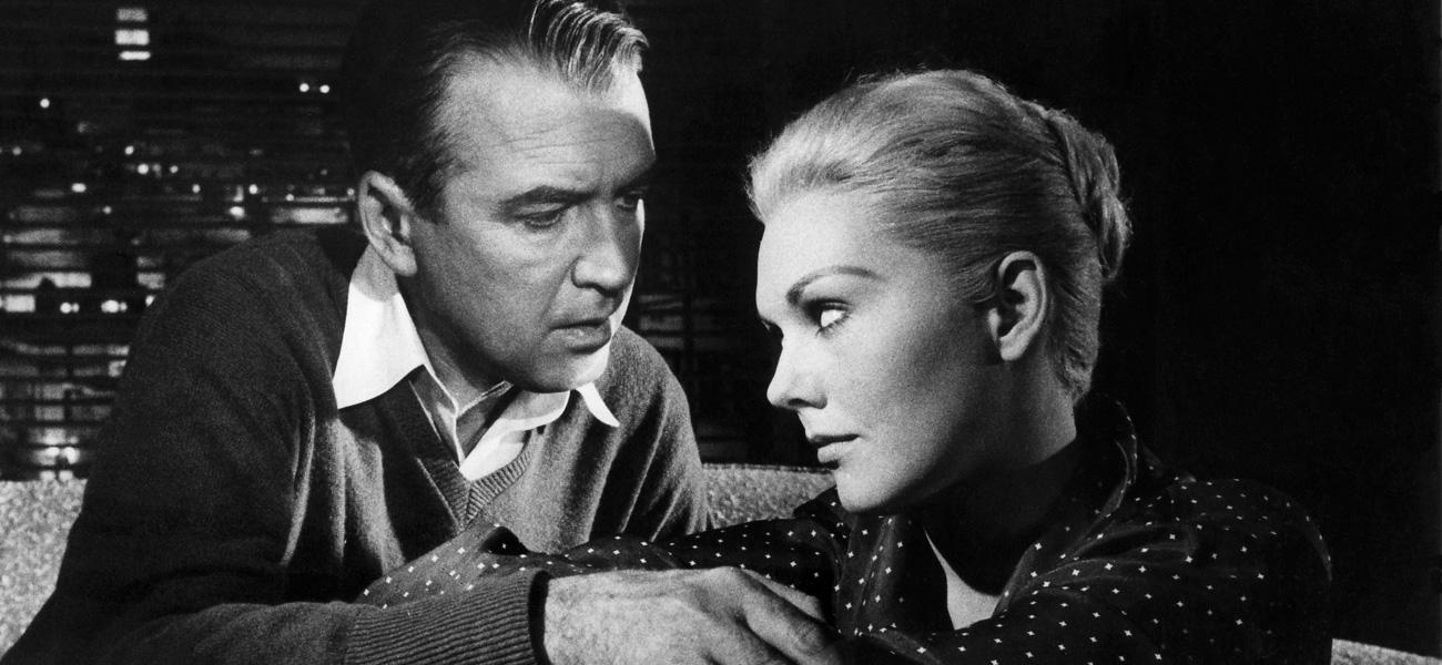 In foto James Stewart Dall'articolo: Novembre da brivido con Alfred Hitchcock.