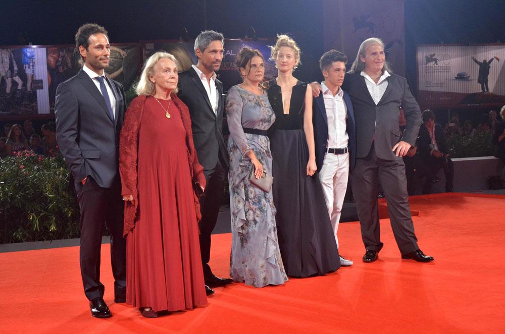 Il cast di Via Castellana Bandiera sul red carpet di Venezia 70. -  Dall'articolo: Venezia 70, David Gordon Green presenta Joe.