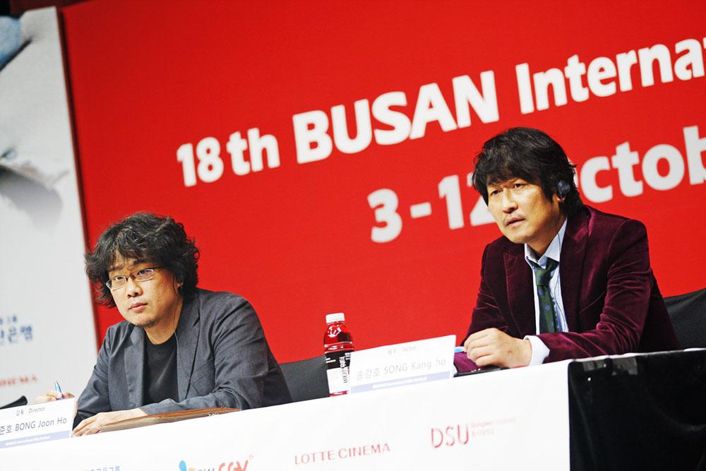 In foto Bong Joon-ho (49 anni) Dall'articolo: Busan 2013, gli Spietati diventano samurai.