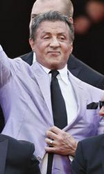Cannes 67, 11 minuti d'applausi per Le meraviglie - Sylvester Stallone (in giacca lilla) guida il cast de I mercenari 3.