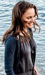 Berlinale 2015, Terrence Malick (forse) è arrivato al festival - In foto una scena del film con Natalie Portman e Christian Bale. L'immagine è una delle poche scene che il regista Terernce Malick ha voluto diffondere.