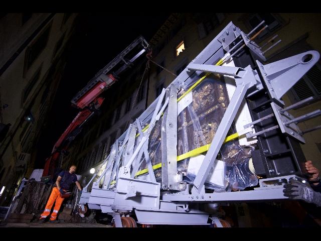 Restaurata porta nord battistero firenze - Sky ti porta al cinema ...