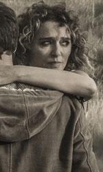 La donna che venne da Napoli - In foto Valeria Golino e Adriano Giannini in una scena del film Per amor vostro di Giuseppe M. Gaudino.