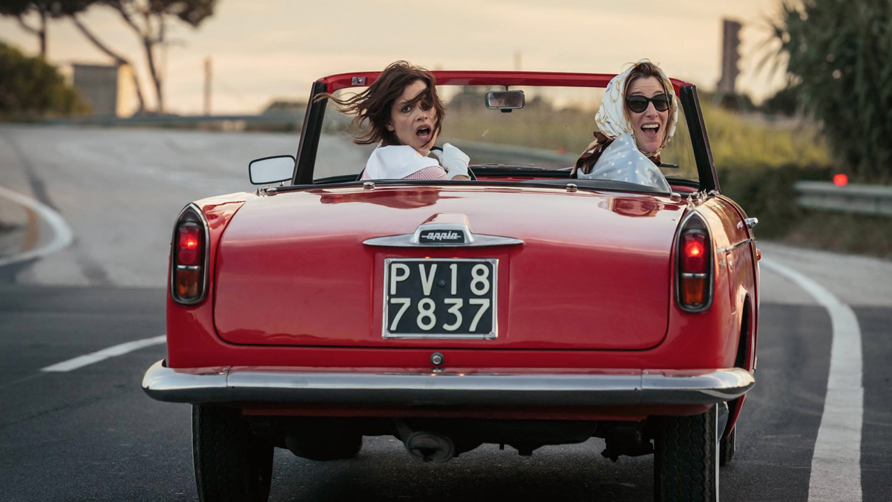In foto Micaela Ramazzotti (42 anni) Dall'articolo: La pazza gioia, il trailer del nuovo film di Paolo Virzì.