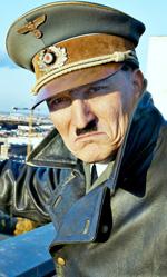 Lui è tornato, e Hitler imitò Zalone -