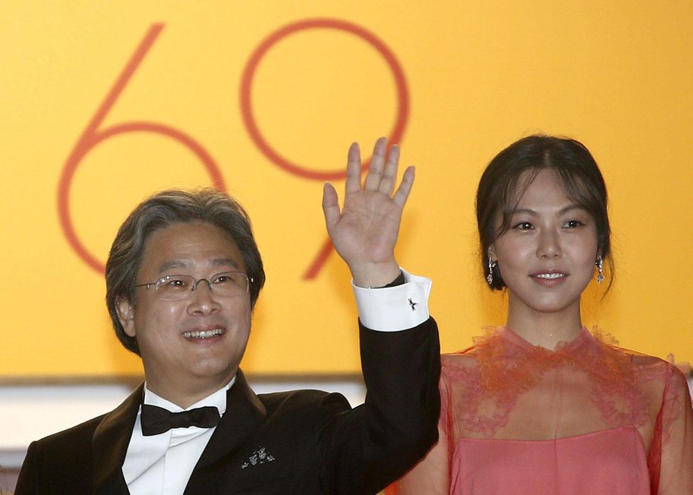 In foto Chan-wook Park (57 anni) Dall'articolo: La pazza gioia commuove la Croisette.
