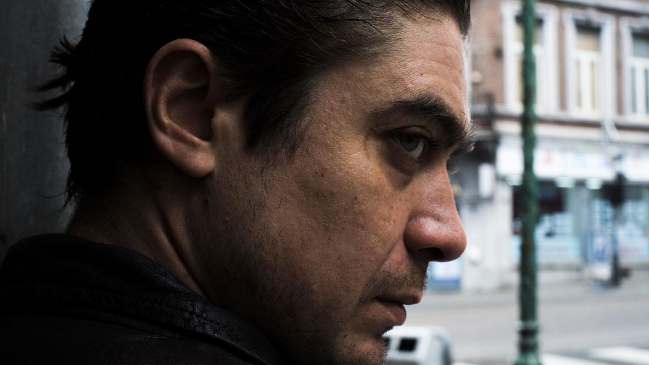In foto Riccardo Scamarcio (42 anni) Dall'articolo: Il cinema nero di Riccardo Scamarcio.