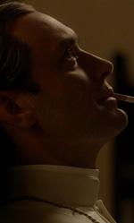 The Young Pope, Jude Law diventa papa - In foto Jude Law come Lenny Belardo in una scena tratta dalla serie The Young Pope di Paolo Sorrentino.