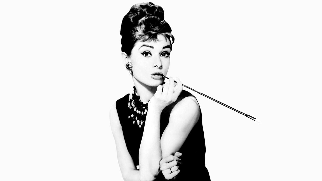 In foto Audrey Hepburn Dall'articolo: Colazione da Tiffany stasera su La5.