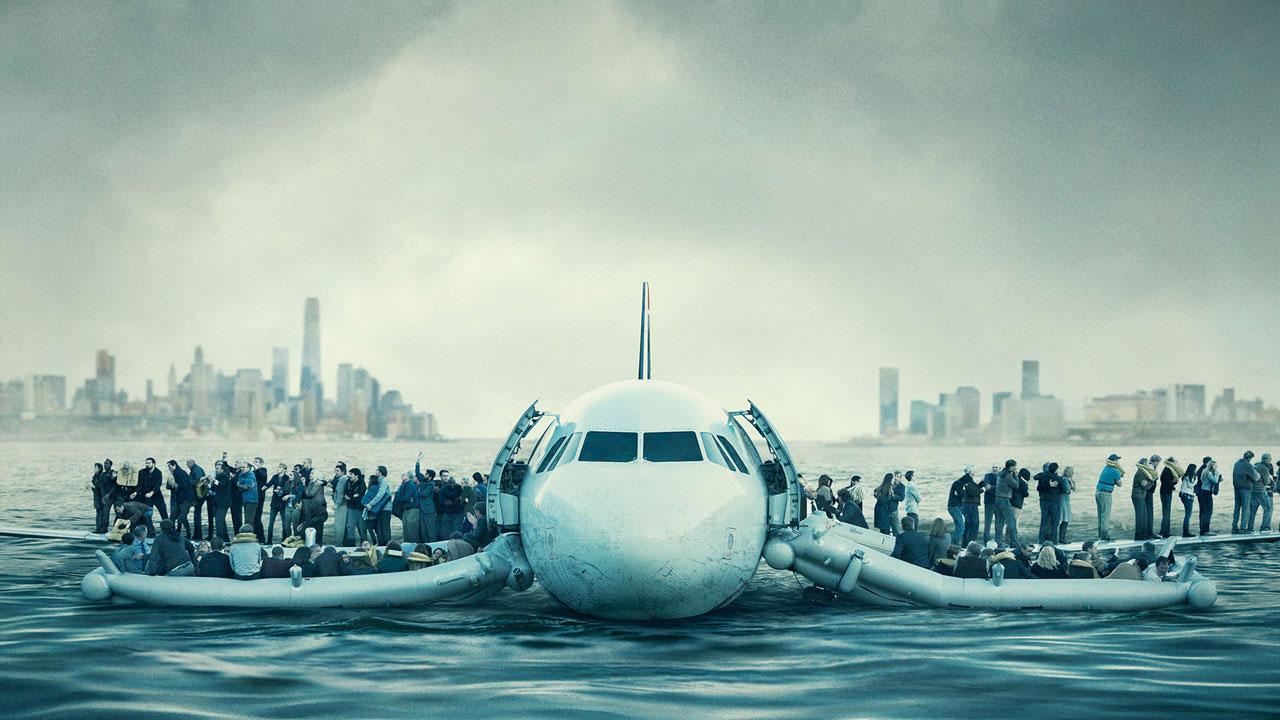 Sully racconta la vicenda del pilota Sullenberger, che riuscì a salvare tutti i passeggeri a bordo del suo aereo in avaria planando nell'Hudson. -  Dall'articolo: Sully, ritratto intimo che ridefinisce il concetto di eroe. La recensione.