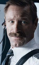In foto Aaron Eckhart (52 anni) Dall'articolo: A Sully bastano 66mila euro per mantenere la prima posizione al box office.