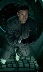 In foto Ryan Reynolds (42 anni) Dall'articolo: Life - Non oltrepassare il limite, il motion poster.
