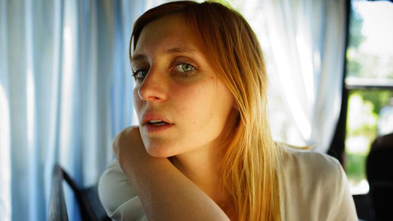 In foto Lucie Debay Dall'articolo: Un re allo sbando, guarda l'inizio del film.
