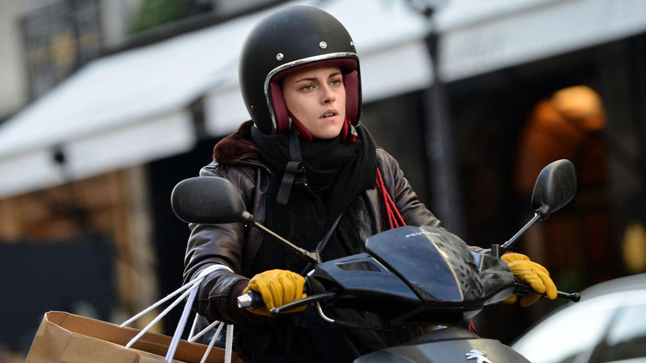 In foto Kristen Stewart (29 anni) Dall'articolo: Personal Shopper, guarda l'inizio del film.