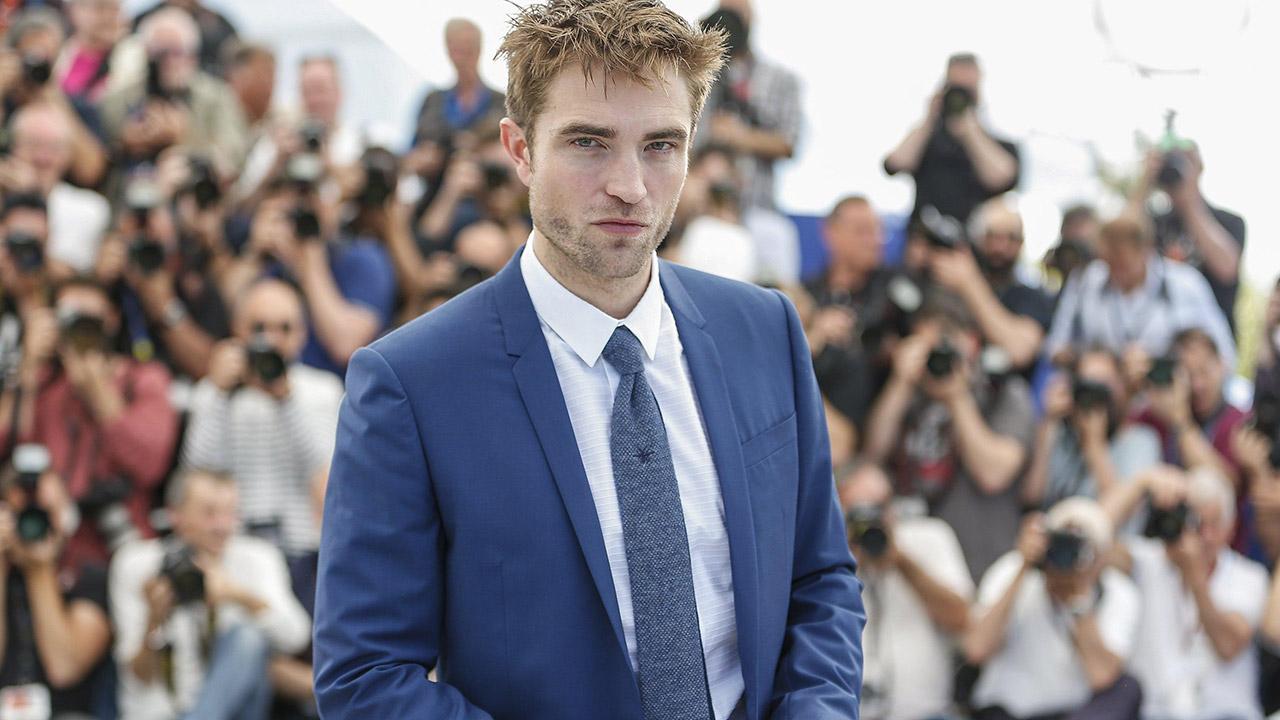 In foto Robert Pattinson (33 anni) Dall'articolo: Robert Pattinson, un criminale sul red carpet di Cannes.