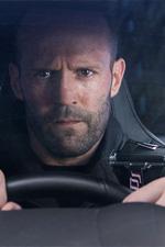 In foto Jason Statham (51 anni) Dall'articolo: Box Office Mondo: Fast & Furious 8 non supererà La Bella e La Bestia. Il dato è certo.