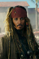 In foto Johnny Depp (56 anni) Dall'articolo: Box Office, Wonder Woman sfida i pirati ma vince Jack Sparrow.