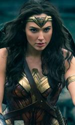 In foto Gal Gadot (33 anni) Dall'articolo: Wonder Woman stravince al box office USA, è il 5° miglior incasso dell'anno.