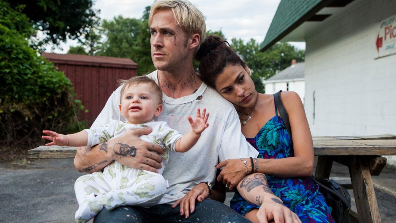 In foto Ryan Gosling (41 anni) Dall'articolo: Come un Tuono: corri come un fulmine, ti schianti sul tuo destino.