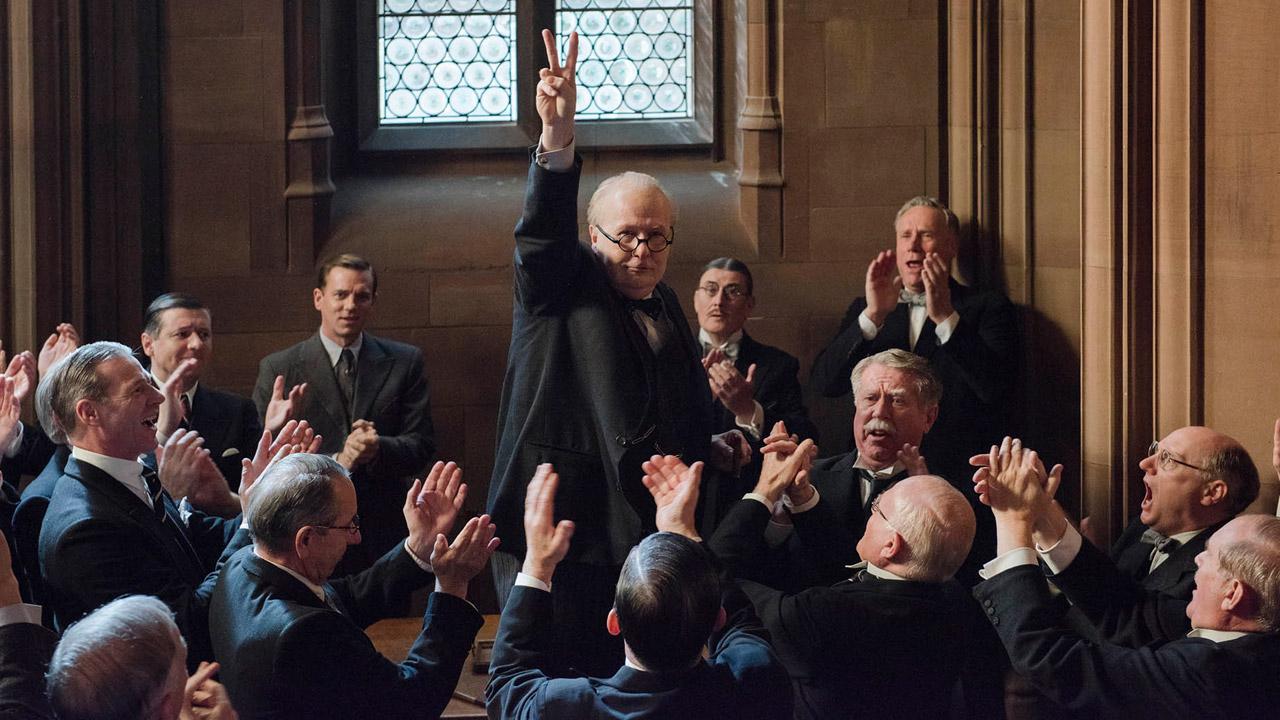 In foto Gary Oldman (61 anni) Dall'articolo: Winston Churchill: «Mi limiterò a 3 bottiglie di champagne a sera».