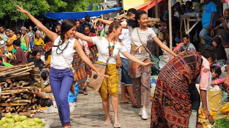 Festival d'Indonesia, Three Sassy Sisters apre la nuova edizione