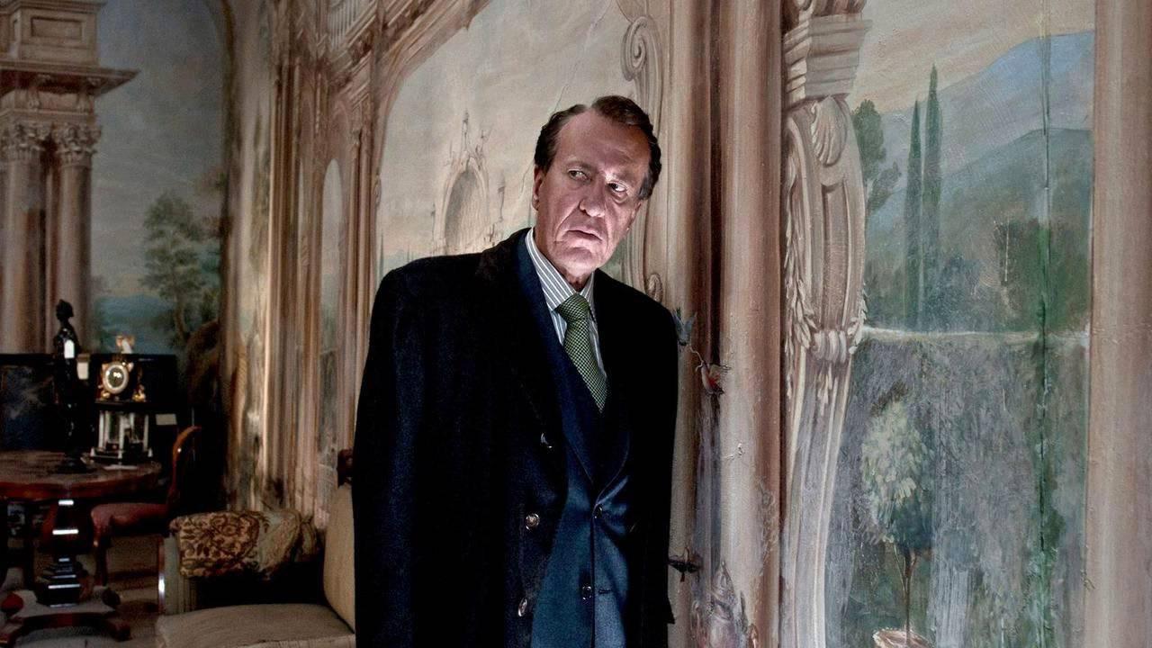 In foto Geoffrey Rush (70 anni) Dall'articolo: La migliore offerta, il film stasera in tv su Iris.