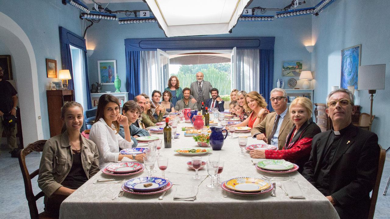A casa tutti bene, il teaser trailer del film di Muccino ...