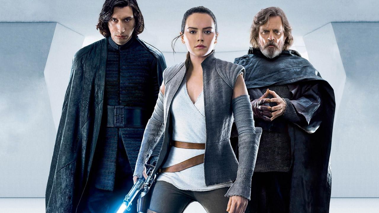 In foto Adam Driver (37 anni) Dall'articolo: Star Wars frena ancora: ieri al Box office 'solo' 300mila euro.