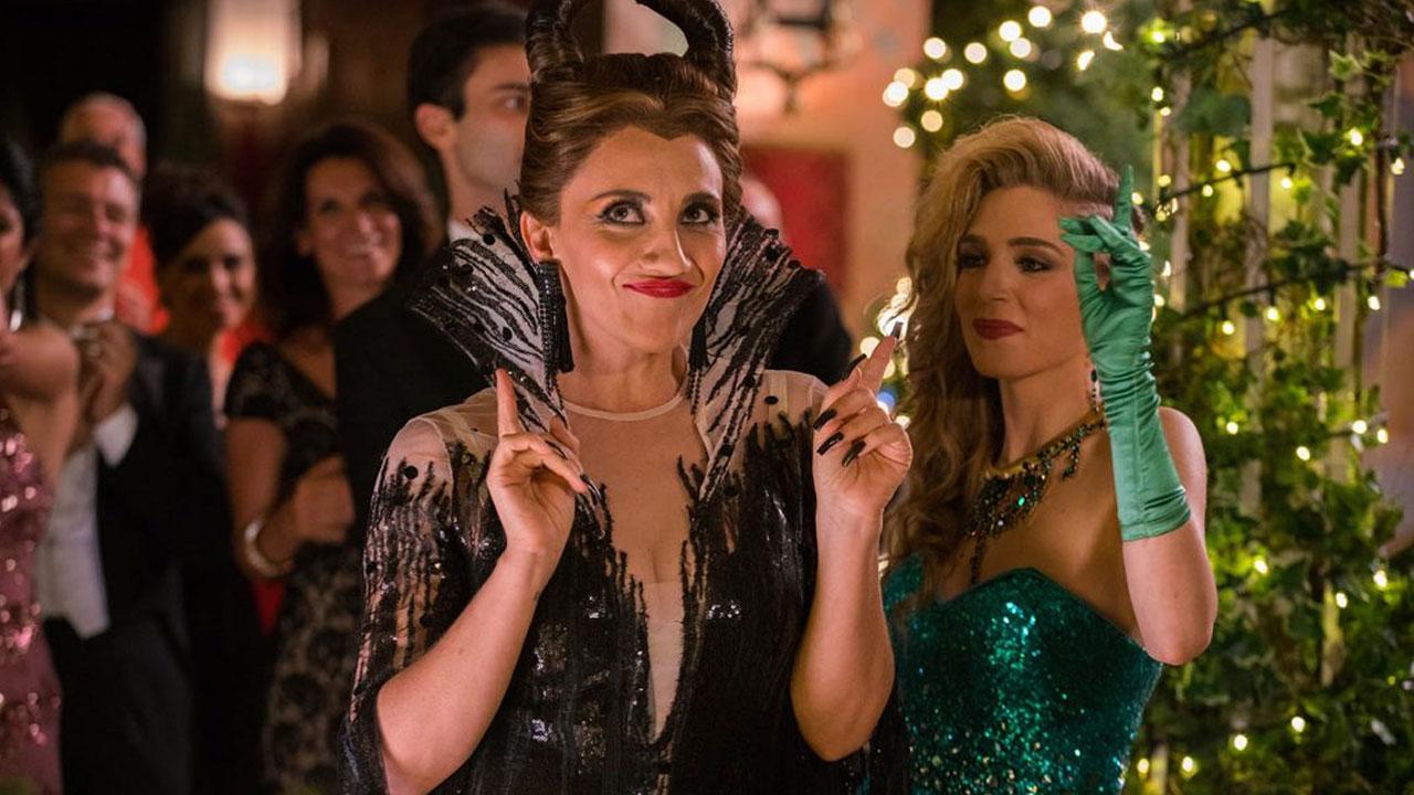 In foto Lucia Ocone (47 anni) Dall'articolo: Poveri ma ricchissimi primo al box office il giorno di Natale.