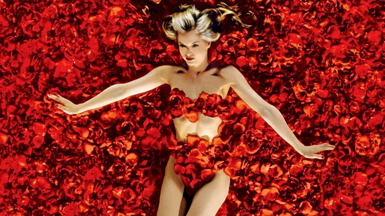In foto Mena Suvari (42 anni) Dall'articolo: American Beauty, il film stasera in tv su Iris.