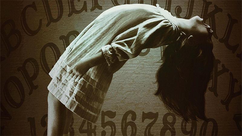 Ouija - L'origine del male, non sai mai chi ti ascolta nell'aldilà