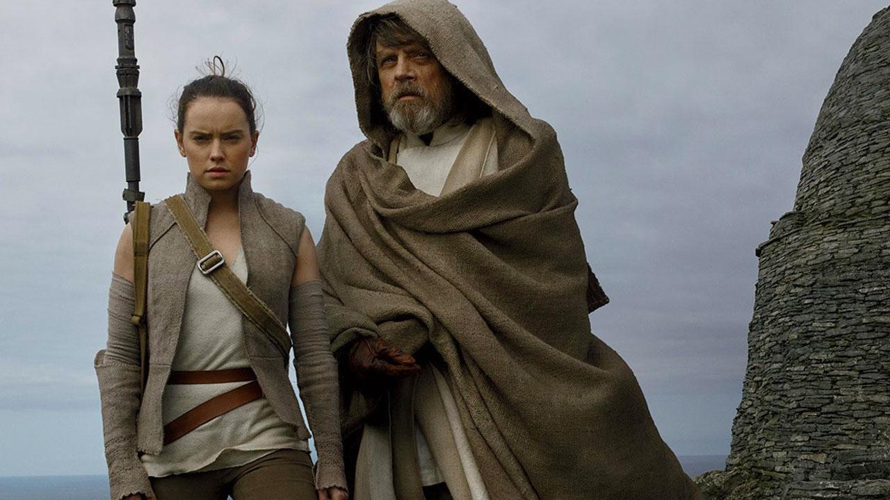 In foto Daisy Ridley (28 anni) Dall'articolo: Tutti i retroscena di Star Wars: Gli ultimi Jedi in streaming su Rakuten TV a 13,99€.