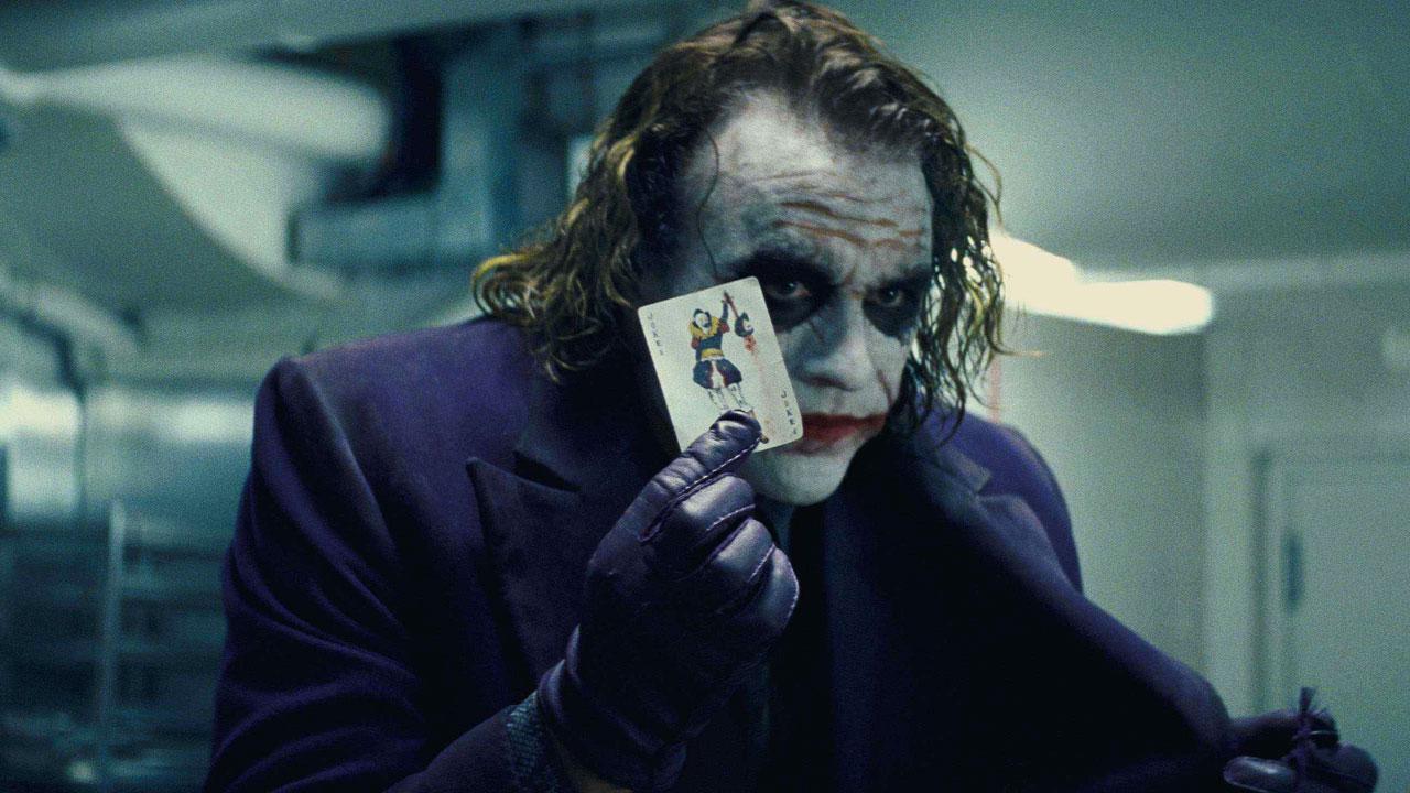 In foto Heath Ledger Dall'articolo: Il cavaliere oscuro, il film stasera in tv su Italia 1.