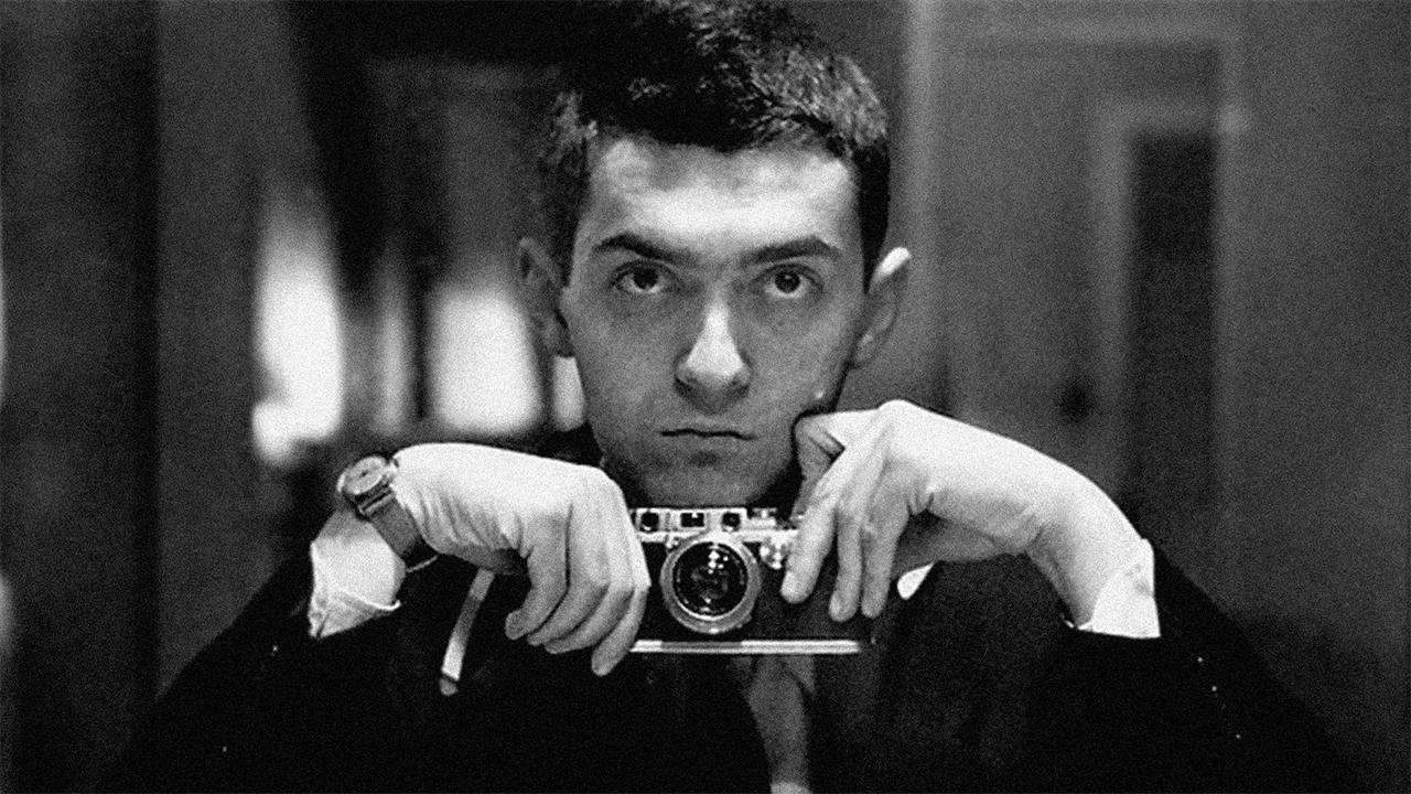 In foto Stanley Kubrick Dall'articolo: Chi è il miglior regista di sempre? Nolan non ha dubbi: Stanley Kubrick.