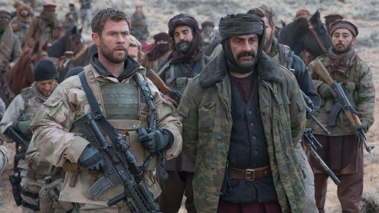 In foto Chris Hemsworth (37 anni) Dall'articolo: 12 Soldiers, lo sguardo degli americani sul 'cimitero degli imperi'.