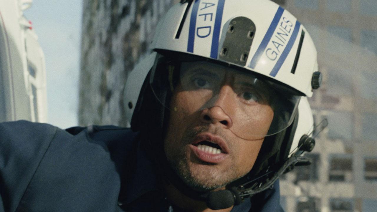 In foto Dwayne Johnson (48 anni) Dall'articolo: San Andreas, l'apocalittico disaster movie diretto da Peyton.