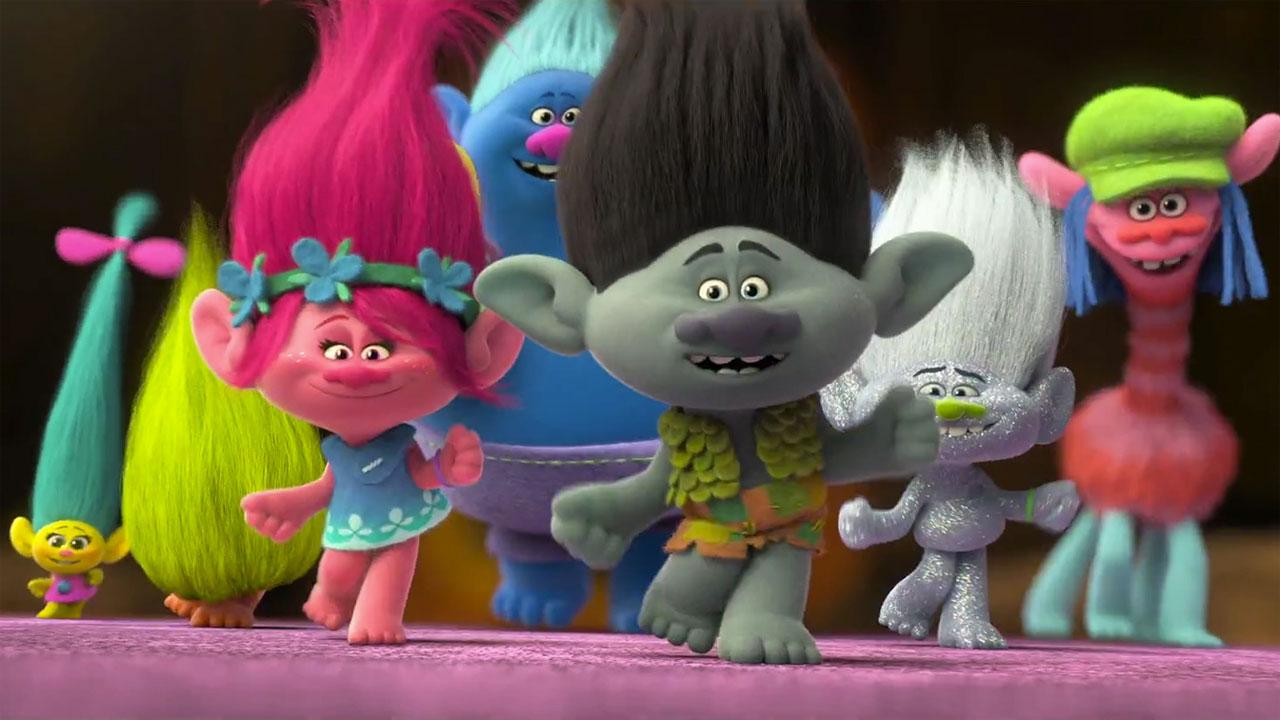 Trolls il film d animazione con gli eroi dai capelli a ciuffo