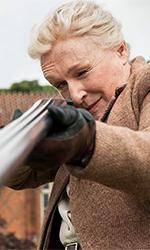 In foto Glenn Close (73 anni) Dall'articolo: Agatha Christie: tutti colpevoli, nessuno escluso.
